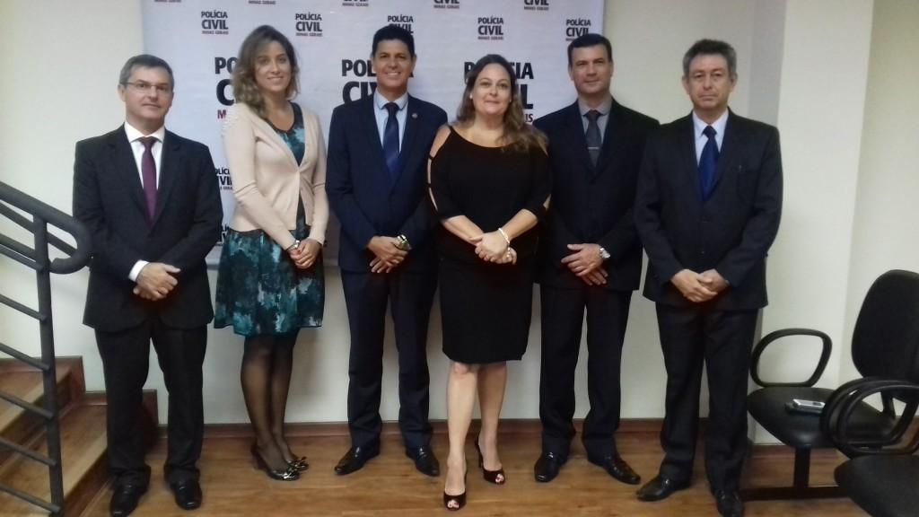 O anúncio foi feito pela Delegada-geral, Andreia Vacchiano (centro)