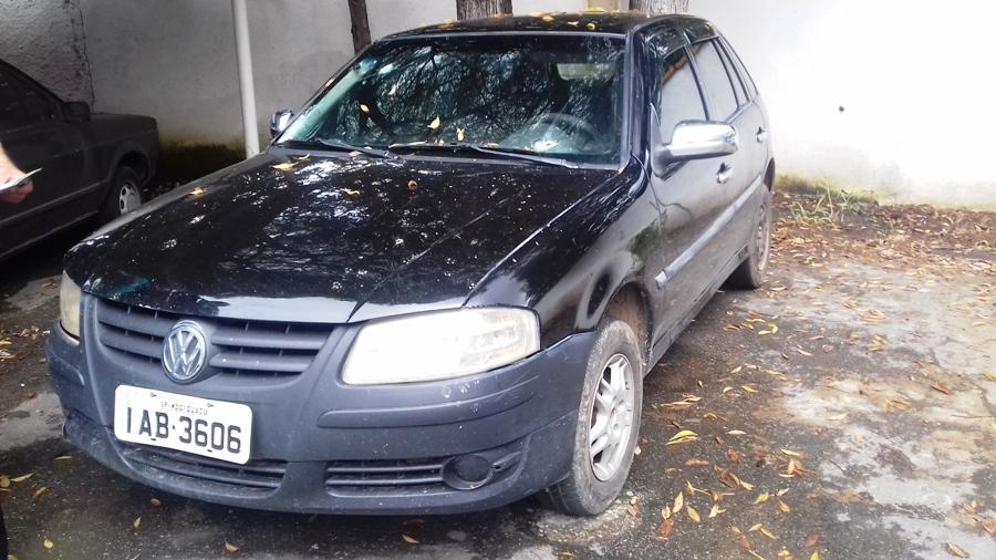 Policiais atiraram contra o parabrisa do carro