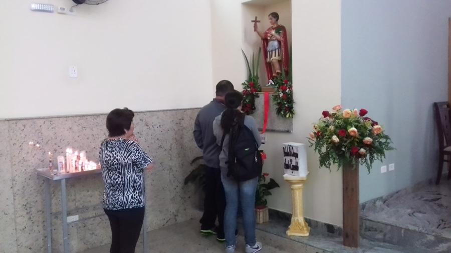 Centenas de devotos devem passar pela igreja ao longo do dia