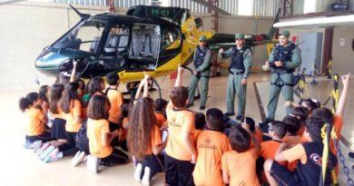 Estudantes visitam base aérea da PM em Poços